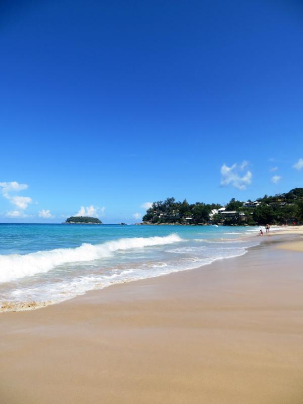 Cinco minutos a pé para a deslumbrante praia de Kata Noi