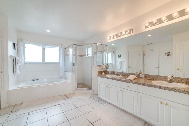 Huge en suite master bathrooms