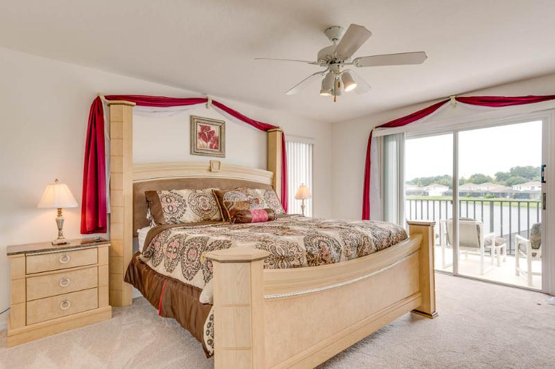 Huge Master suite with balcony