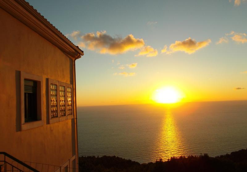 PORTO KATSIKI apartment for 7-with 3 bedrooms- split level-amazing Sea View, vacation rental in Lefkada