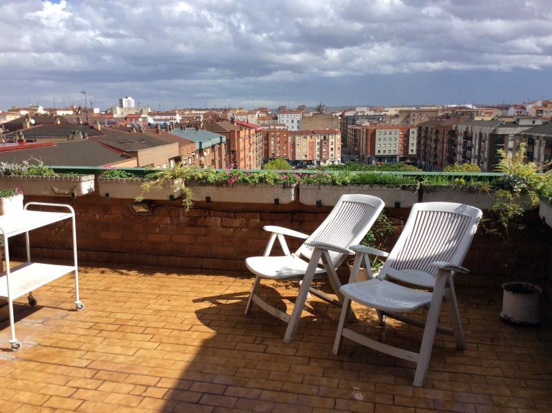 Ático en el centro de Logroño con garaje, alquiler de vacaciones en Logroño