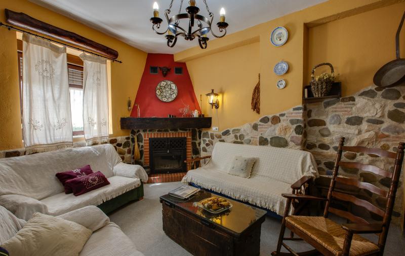 Casa rural Abuela Maxi. ¡Descubre Extremadura en grupo !!, vacation rental in Extremadura