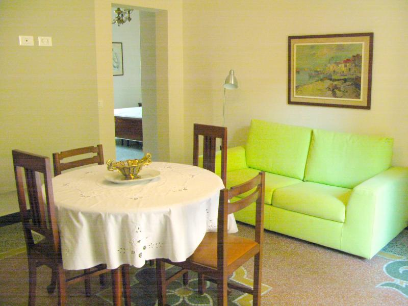 Apartment nearby 5 Terre e Genova con 3 camere Codice Citra 010059-LT-0026, vacation rental in Sestri Levante