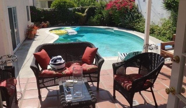 Beverly Hills 2 bedroom & 1 bathroom Pool House, holiday rental in Beverly Hills