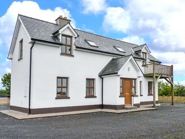 ERRIT, large family cottage, peaceful location, open fire and woodburner, near, location de vacances à Claremorris