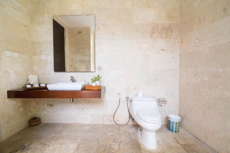 Bathroom (Master Bedroom)
