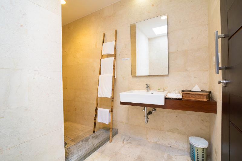 Bathroom (Second Twin Bedroom)