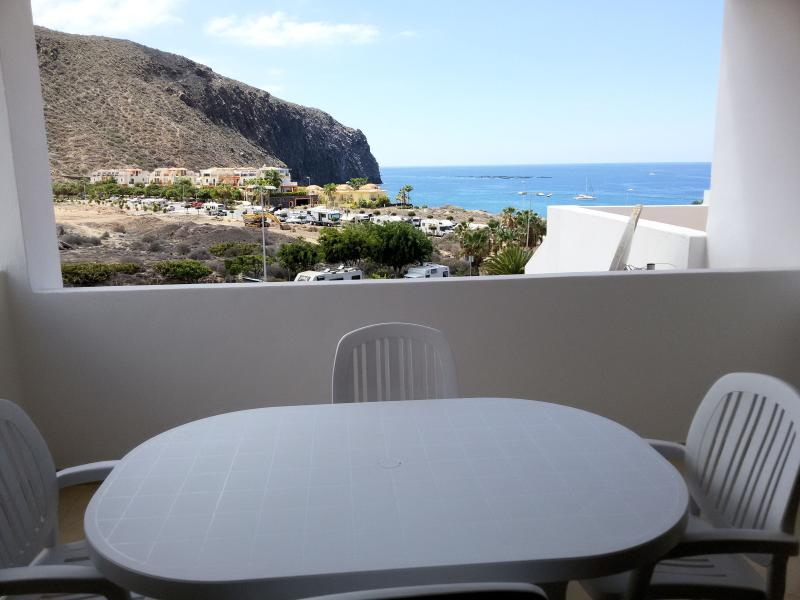 Here you can have breakfast together in the mornings and enjoy the view to the sea