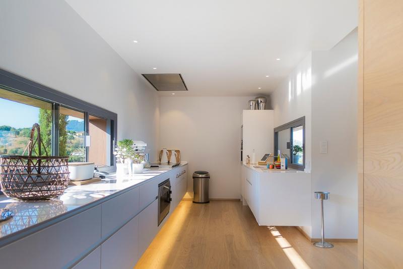 Villa d'architecte vue mer piscine chauffée 12 per, holiday rental in Santa-Maria-Figaniella