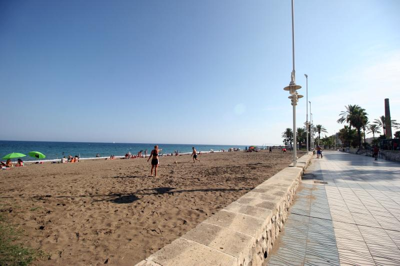 the seafront promenade nearby