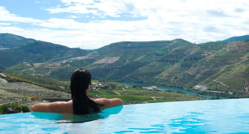 Quinta Rainha - Douro Valley - Near Pinhao - 5* Luxury - Infinity Pool - Aircon, holiday rental in Vila Real District