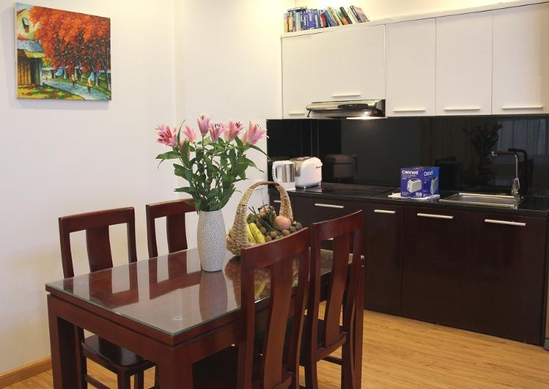 Modern apartment in heart of Hanoi 2, vacation rental in Hanoi
