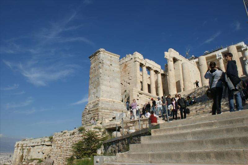 Visit in 1-day tour the Athens Acropolis