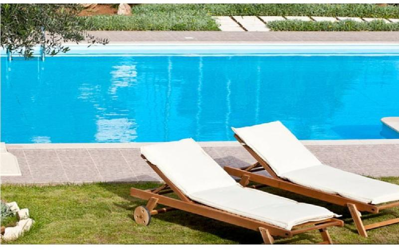Swimming pool of the hotel located less than 100 meters from the house