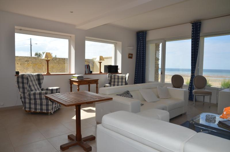 west view of the living room with sea view Direct access to the beach
