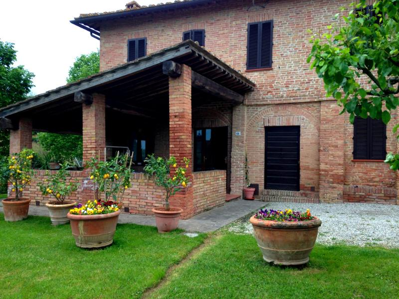 Lovely Tuscan Country House - Siena, holiday rental in Siena