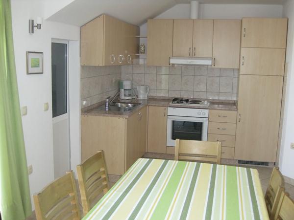 A3 drugi kat (4+2): kitchen and dining room