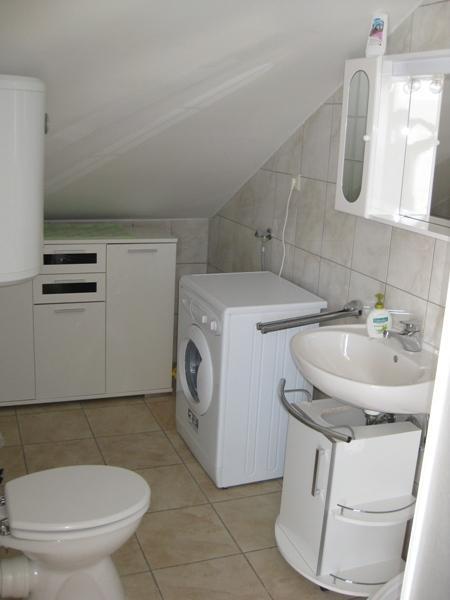 A3 drugi kat (4+2): bathroom with toilet
