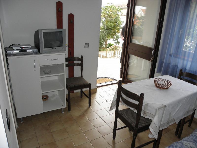 Mali (2+1): dining room