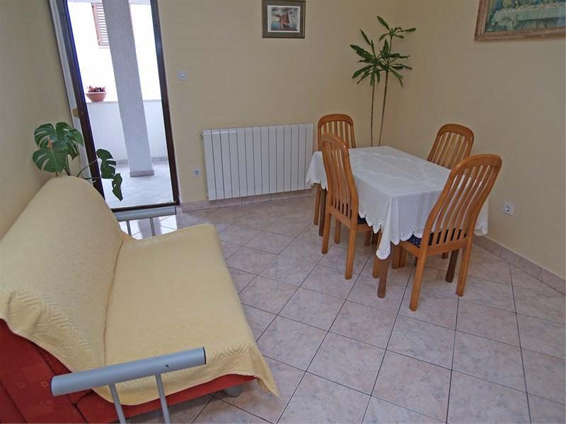 A(4+1): dining room