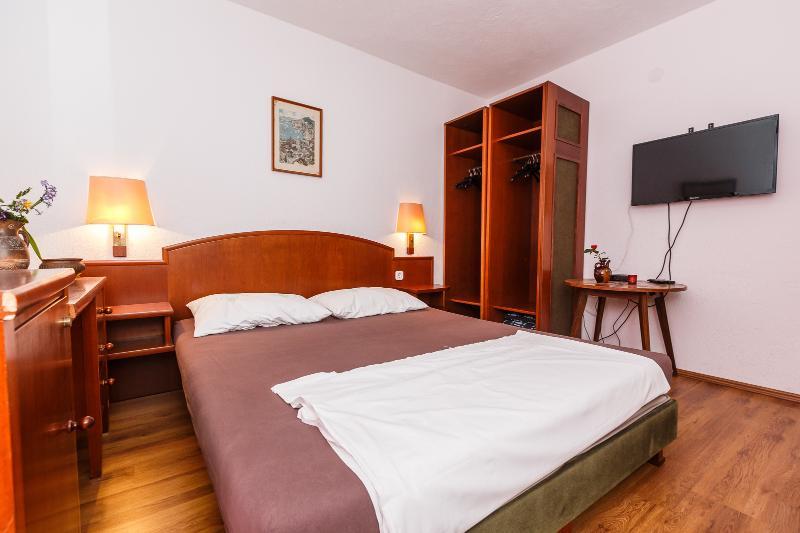 A7(2+2): bedroom