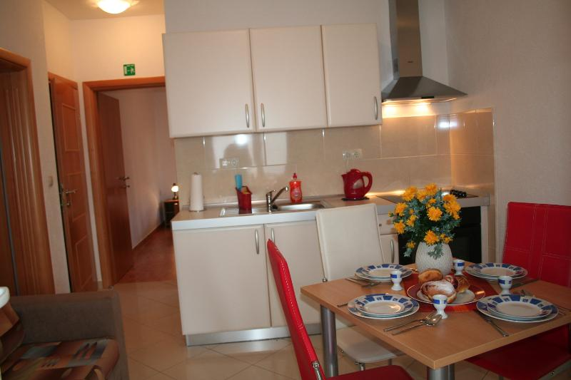 A2(4): kitchen and dining room