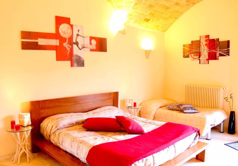Camera da letto con letto aggiunto