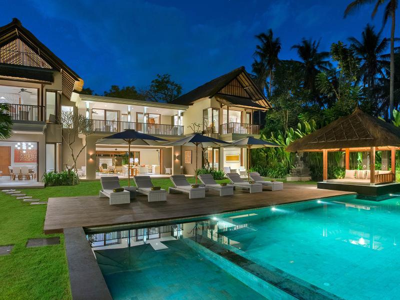Seseh Beach Villa II - The villa lit up at night