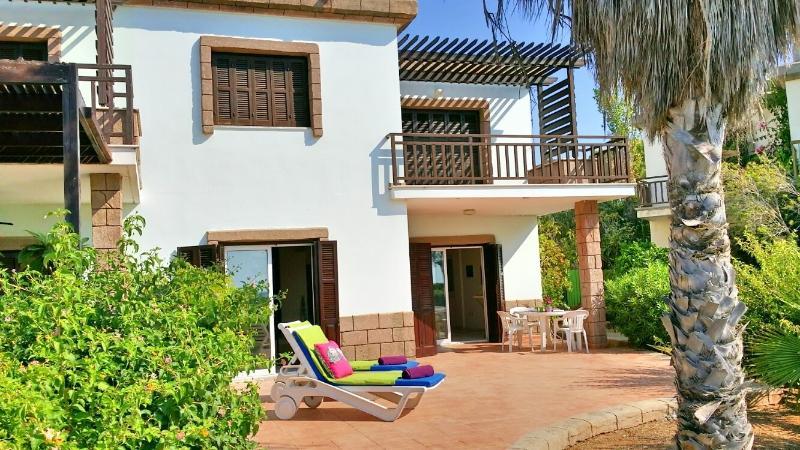 Beach front villa, pool in tourist area Larnaca, 3, aluguéis de temporada em Dhekelia