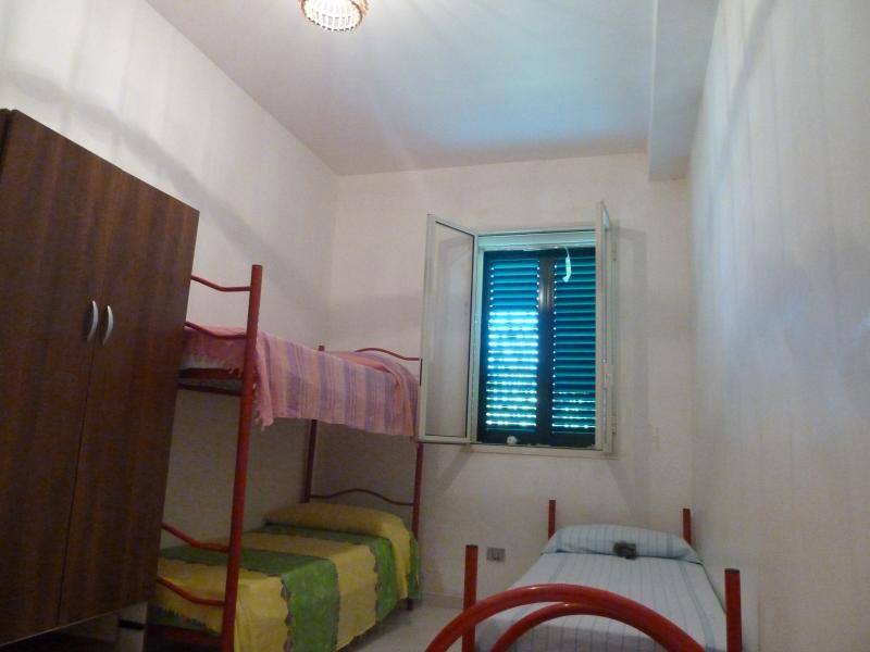 Room with 4 beds