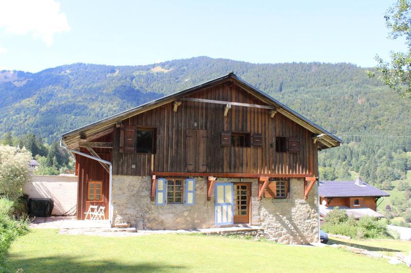 Chalet Enzo - Charming Savoyard farmhouse, casa vacanza a Saint Jean Aulps