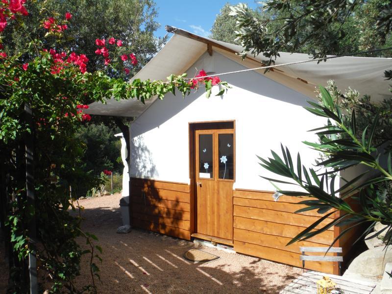 Lodge au bord de rivière, location de vacances à Ventiseri