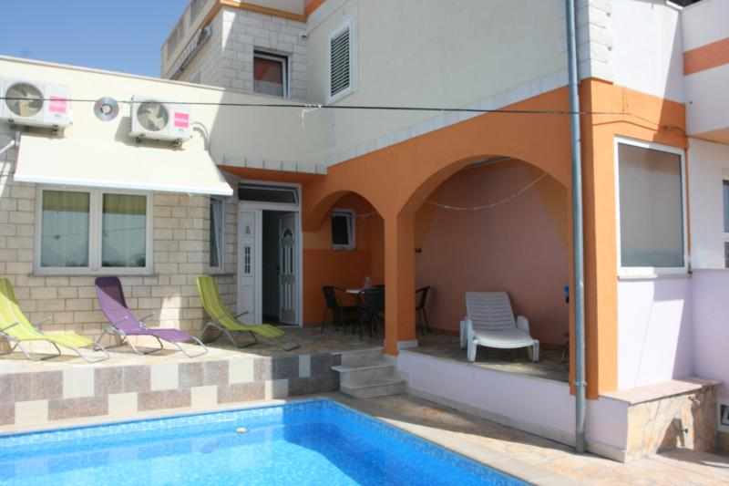 Great Ap.No.3 with pool terace garden, vacation rental in Zarace