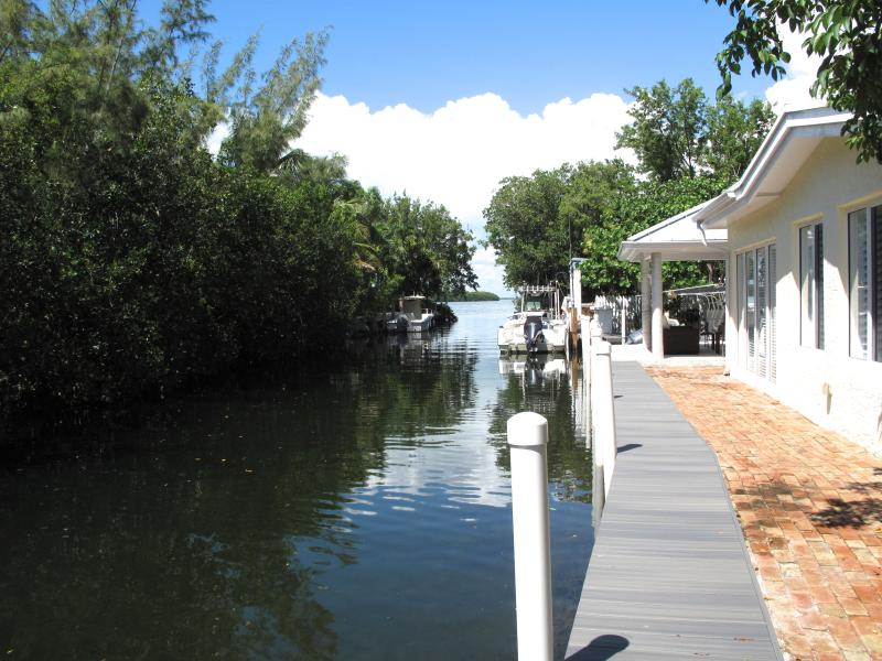 Waterfront Key Largo Bayside Cottage Paradise, location de vacances à Key Largo
