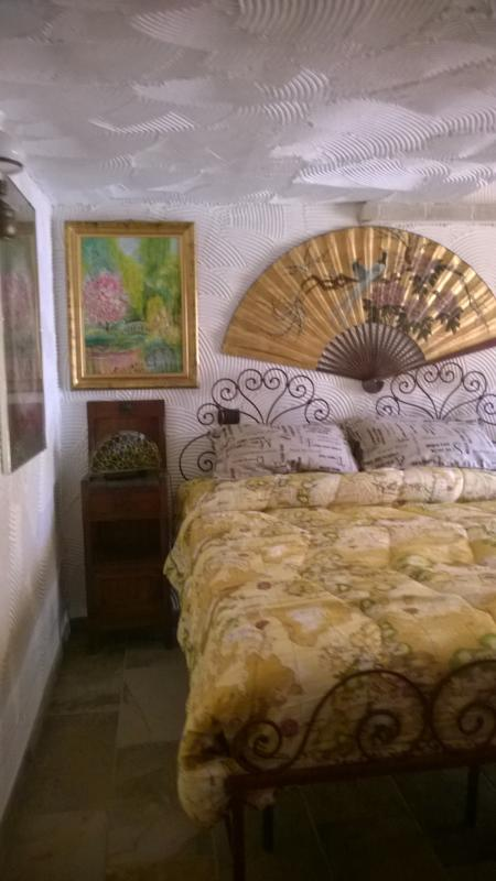 uno scorcio di Night Rose - camera a 4 posti letto: matrimoniale o due singoli,un singolo, una culla