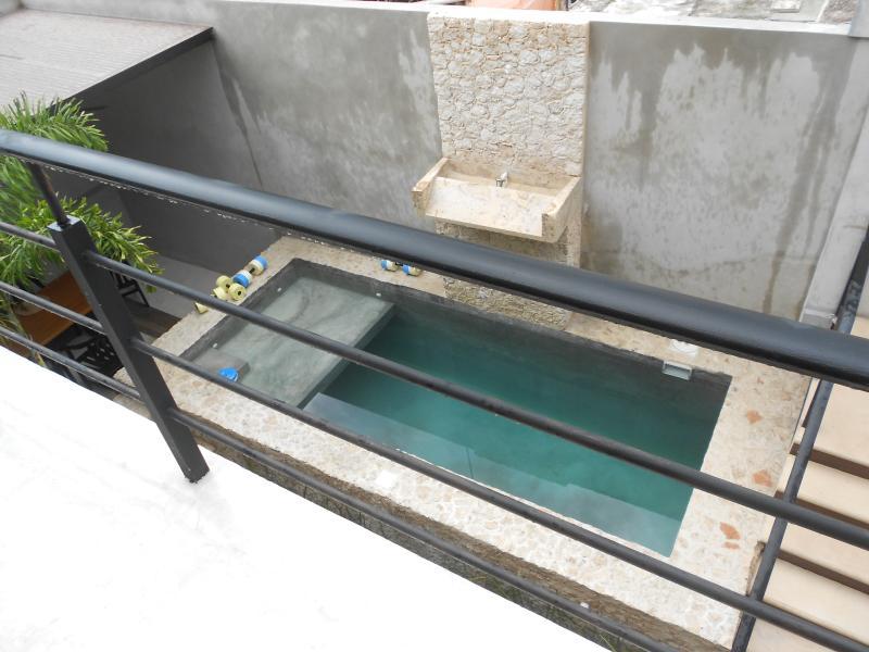 Deep water pool