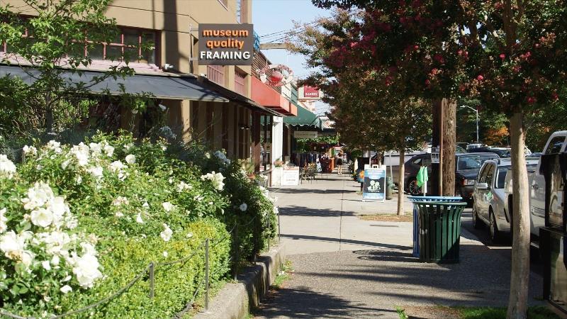 Neighborhood shops just around the corner