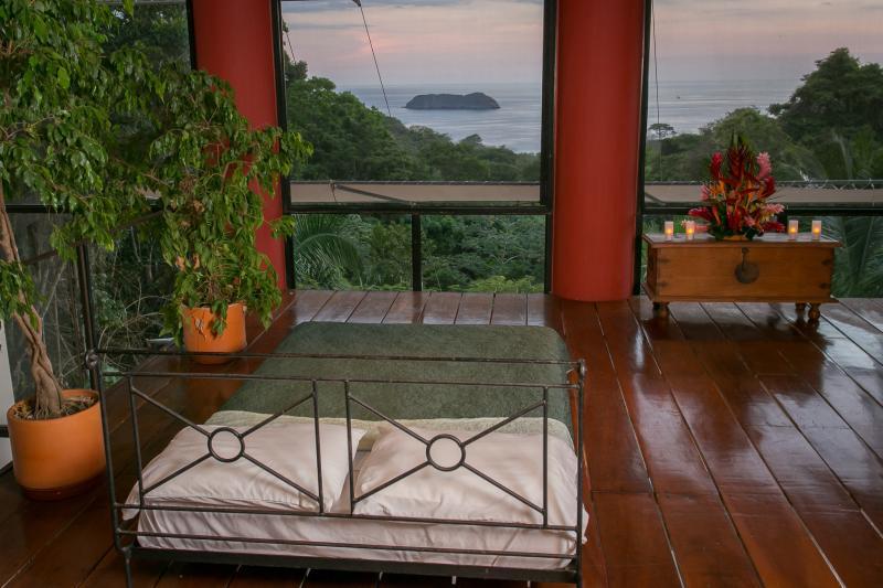 Open Mezzanine Level Queen Bed & view of Pacific Ocean