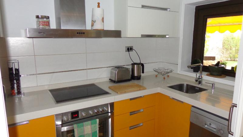 Fully Equipt Kitchen with Vitroceramic Hob/Oven & Dishwasher