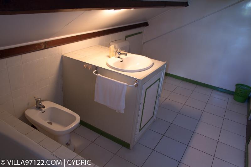 Salle de bain privé de la chambre Calebasse