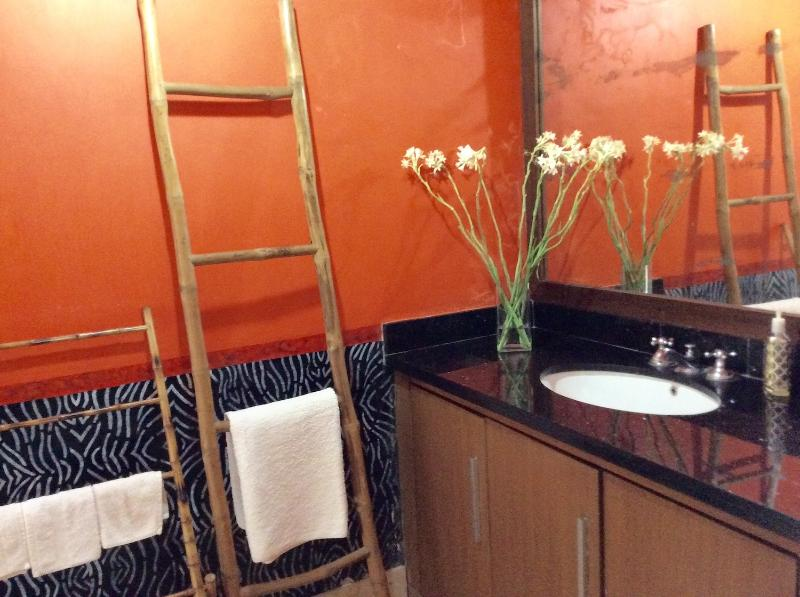 PRIVATE ROOM WITH BATH, holiday rental in Dalung