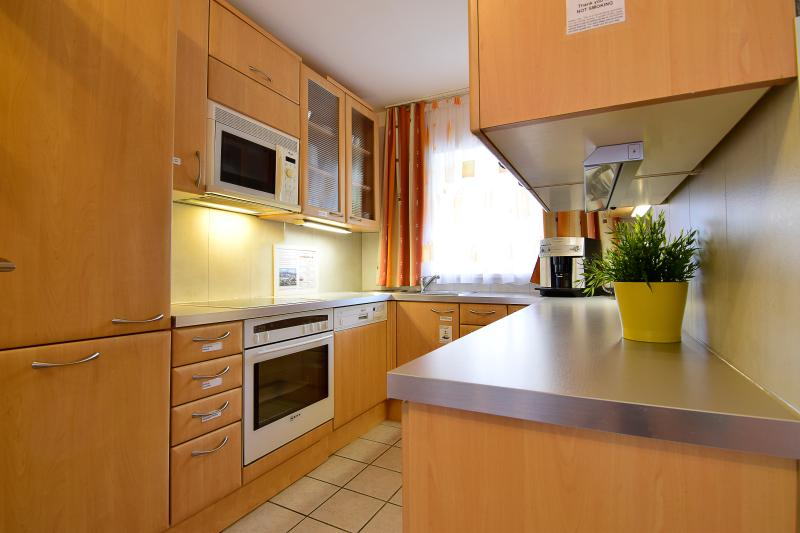 Küche Backofen Geschirrspüler Mikrowelle
