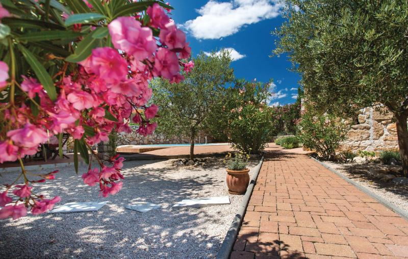 Beautiful 5* stone Villa Margaret on the Krk -, vacation rental in Garica