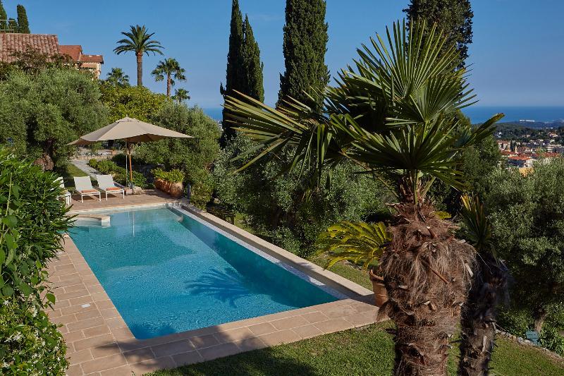 Les Amorini villa sea view heated pool air con, Ferienwohnung in Vence