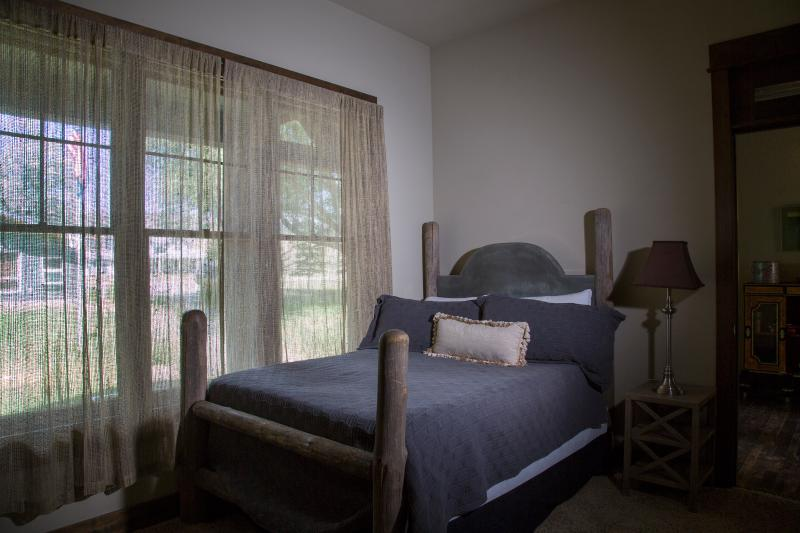 Flatwater Lodge - Dearborn Room - Single Room