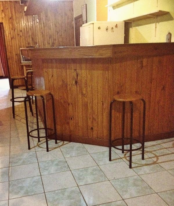 Living comedor con un bar. Entre amigos, familiares, todos podrás.