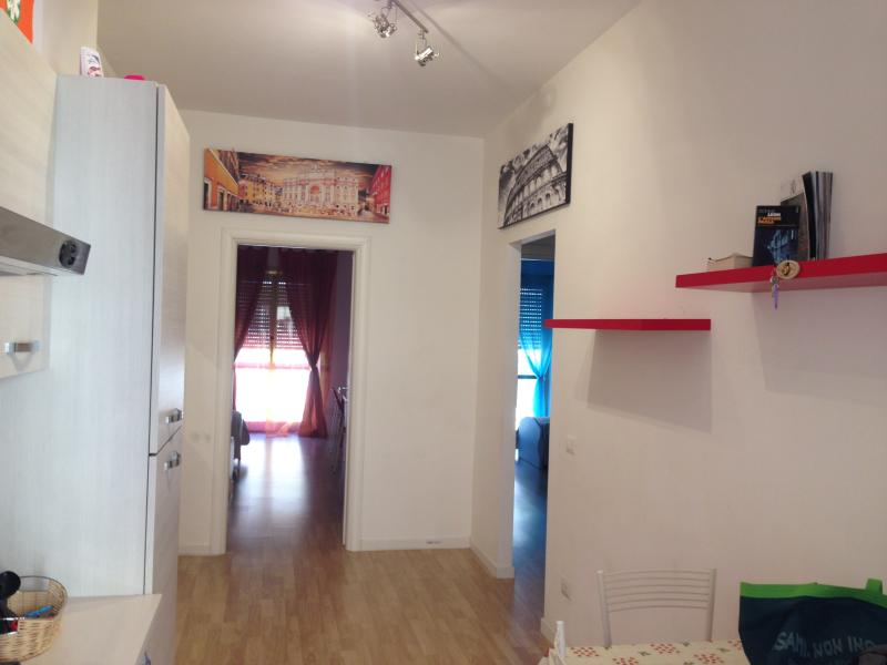 Rainbow house Metro A Lucio sestio CHECK-IN POSSIBLE FROM 12 TO 16-FROM 20 TO 24 Chalet in Rome