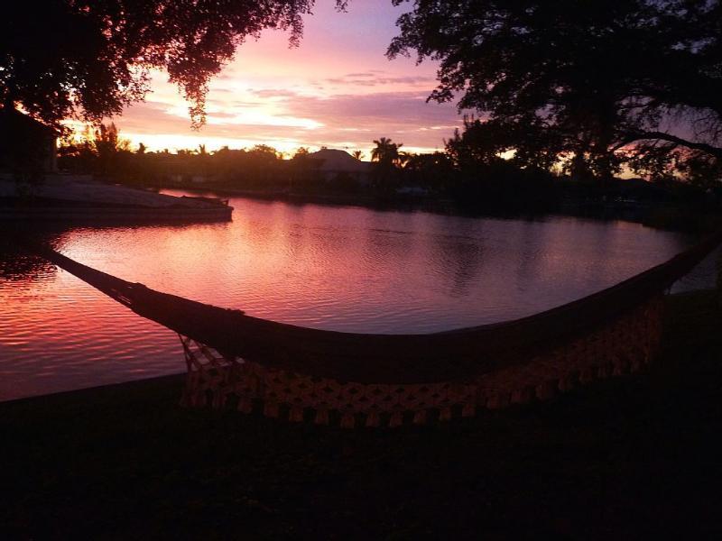 Aproveite a serenata de Sunset com a rede no nosso jardim