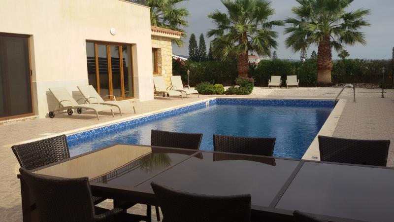 Villa Elena, Coral Bay, Paphos, Cyprus, holiday rental in Paphos
