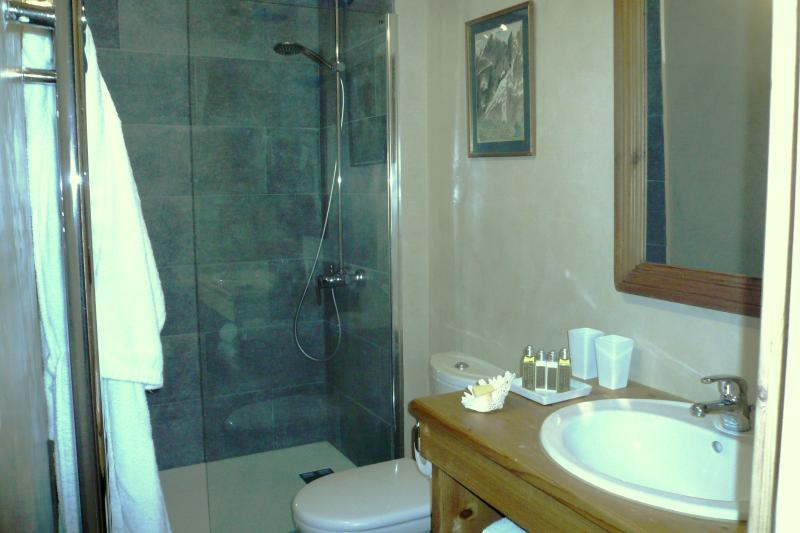 Shower Room ensuite to Double Bedroom